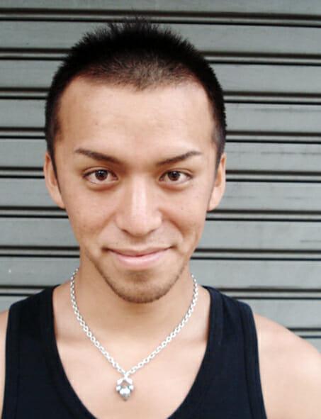 爽やかなソフトモヒカンにプラス黒髪で男の色気を演出01